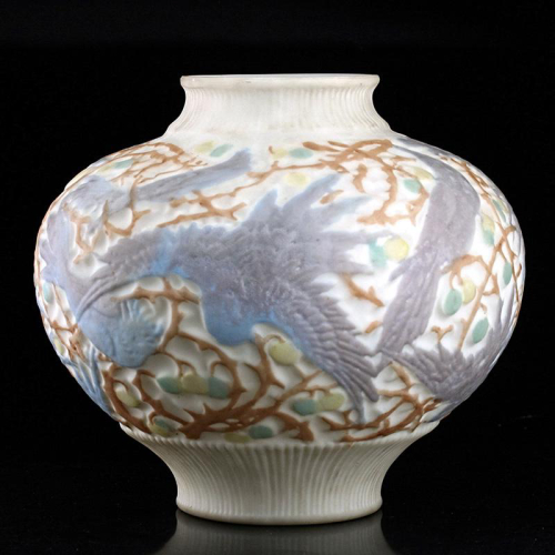c.1940s Consolidated Phoenix Frosted & Relief Moulded Milk Glass Parrots Vase
