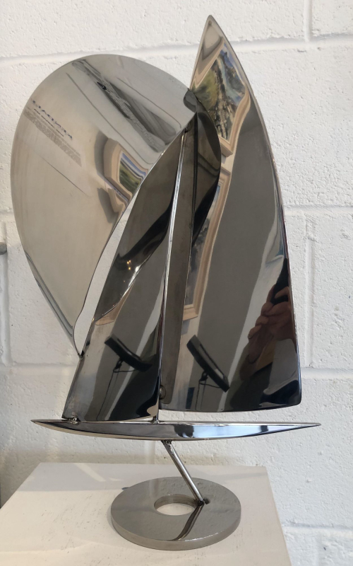 Med profile hull yacht with wide spinnaker