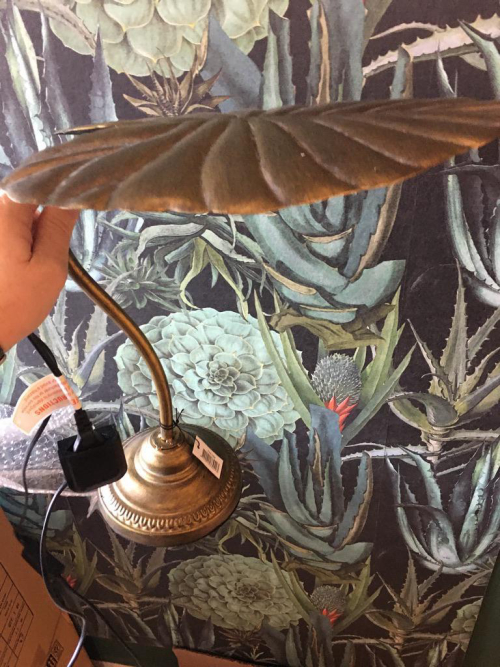 Giant Leaf Table Lamp