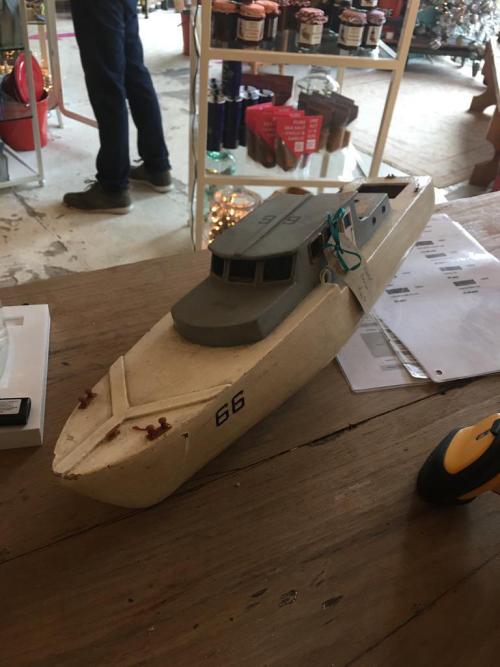 Model wooden cruiser