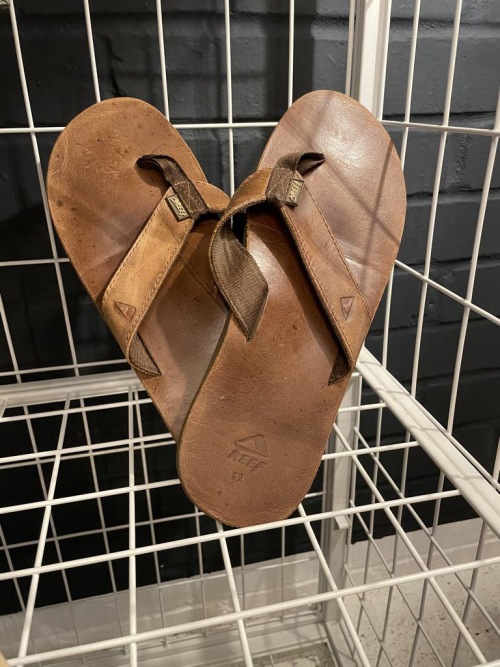 REEF Leather Thongs