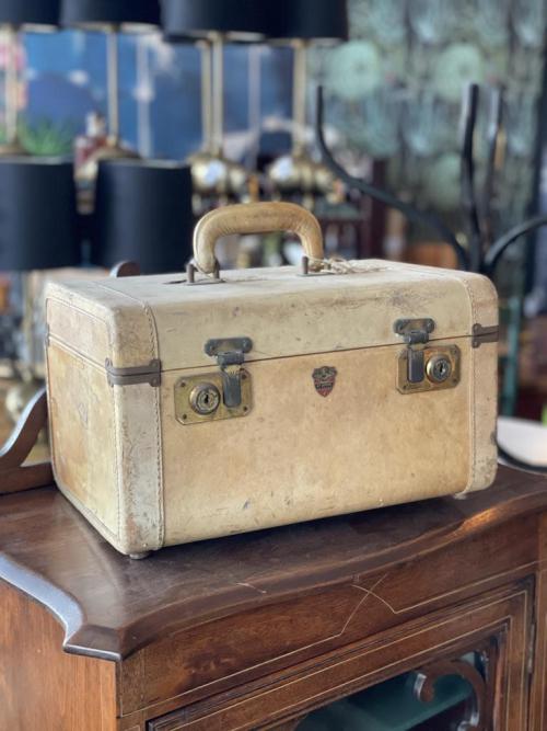 Vintage Make-Up Kit Luggage