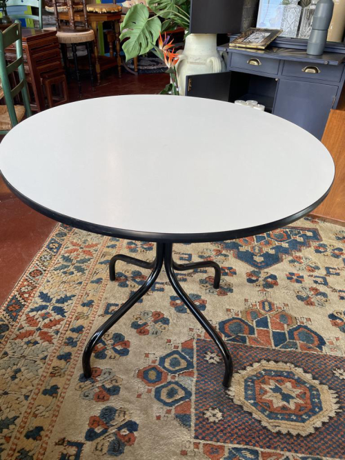 Round Formica Kitchen Table