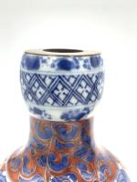 PAIR OF CHINESE IMARI DECANTERS, PHOENIX. KANGXI PERIOD, 18TH CENTURY
