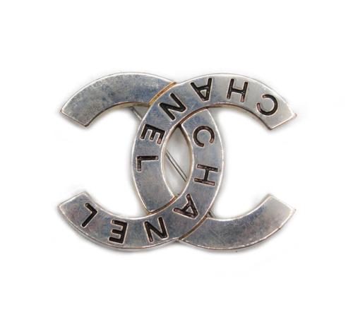 Chanel double logo 90's brooch